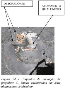 Figura 74 de COMAER 2004 mostrando os alojamentos de alumínio dos detonadores do propulsor C